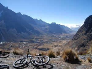 Mit dem Mountainbike die Straße des Todes entlang