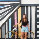 Schöne Frauen fahren Rad in Chicago