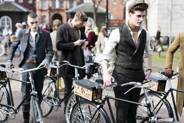 london-tweed-run-2013-junge-herren-im-anzug