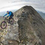 [Bilder] Danny MacAskill springt in den Bergen von Schottland herum