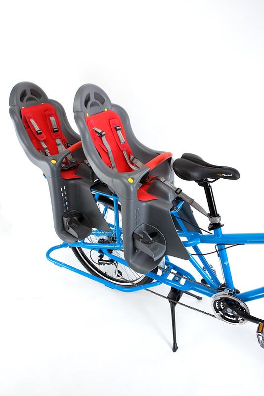 Yuba Mundo blau mit Kindersitzen, zwei davon