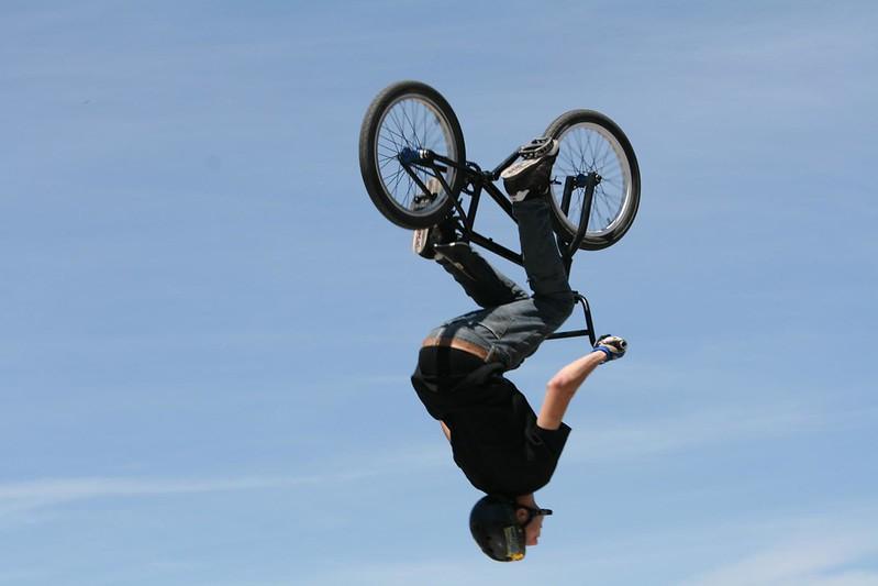 Salto mit BMX Bike. Bild von Richard Masoner von Cyclelicious
