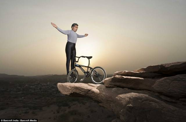 Khiv Raj Gurjar macht BMX Yoga