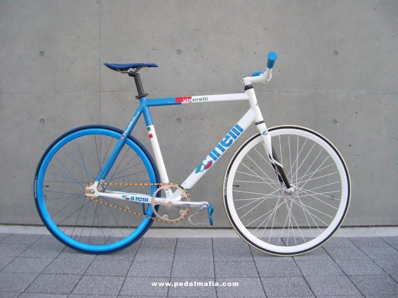 Cinelli Viorelli Fixie in blau und weiß von Pedalmafia