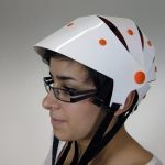 Der Tatou Fahrrad-Helm ist platzsparend faltbar!