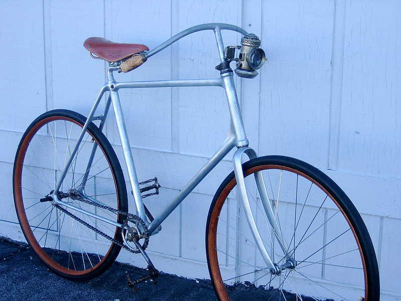 100 Jahre altes Fahrrad