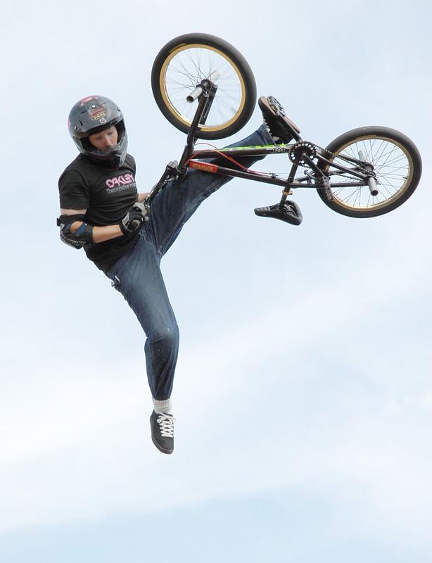 BMX Sprung Bike in der Hand
