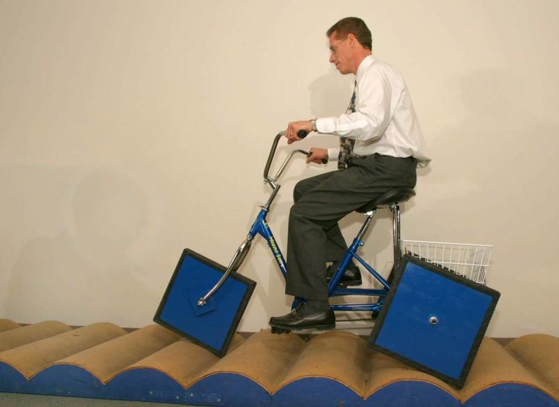 Fahrrad mit eckigen bzw. quadratischen Rädern