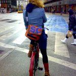 Ist Rad fahren mit Helm gefährlicher als mit Perücke?