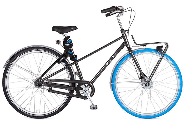 Swapfiets Deluxe 7 schwarz - mit dem typischen blauen Reifen vorne