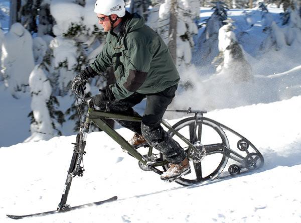 Ktrak Kit Ski Bike in Aktion im Schnee am Abhang